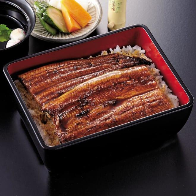 【お中元】愛知三河産 うなぎ蒲焼 2尾 (8月上旬お届け) 盛り付け例:愛知三河産のうなぎになります。1枚約115gと食べやすい大きさです。湯銭や電子レンジで美味しいうなぎが食べられます。
