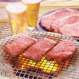 【生産者応援】山形牛カルビ焼肉 (800g) 【調理例】カルビ肉のみのお届けとなります。※奥のステーキ肉はセット内容には入っておりません。