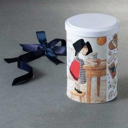 Oncle HANSI/オンクルアンシ ジュ・エ・モワ (150g) ジュ・エ・モワとは、「私と僕」を意味するフランス語。表面にはお菓子を作る少女が描かれています。
