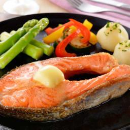 【お中元】サーモントラウトステーキ (8月上旬お届け) 【調理例】脂のりのよいサーモントラウトをお楽しみください。