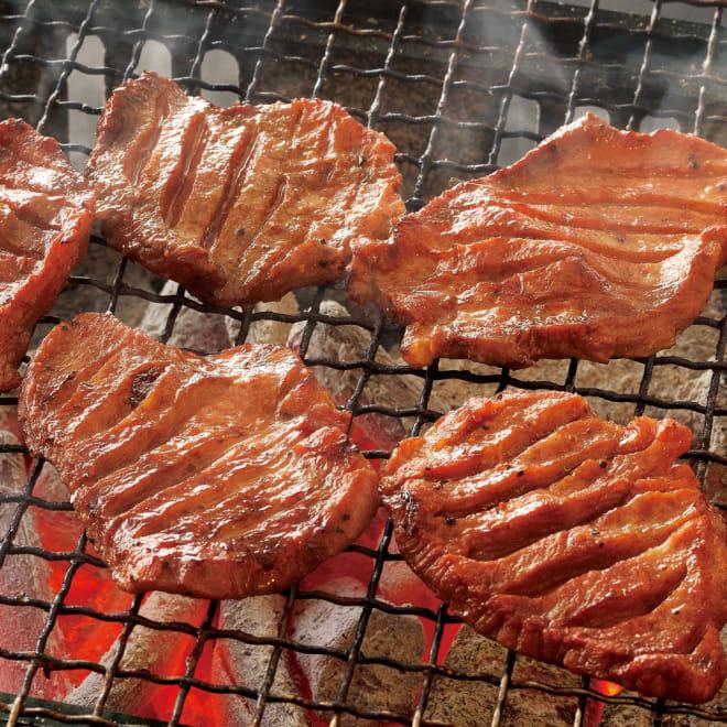 【おつとめ品】味付け厚切り牛タン (1kg) 【調理例】味付けなので焼いてそのままお召し上がり頂けます。厚切ジューシーな牛タンをお楽しみください。
