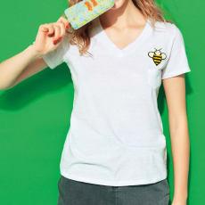 ミツバチワッペンのVネックTシャツ