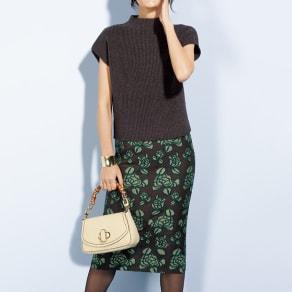 フラワー刺繍 スカート 写真