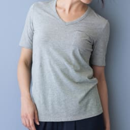 洗えるコットンベア天 Vネック 半袖Tシャツ (イ)グレー コーディネート例