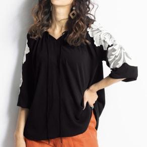 スパンコールモチーフ付き バルーン袖プルオーバー 写真