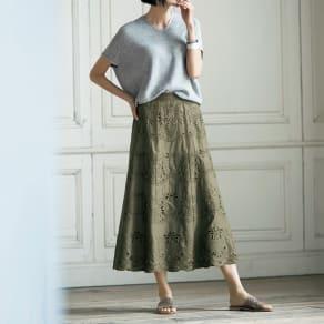 カットワーク刺繍使い Aライン ロングスカート 写真