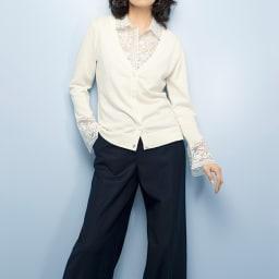 CHRISCELIN/クリスセリーン チカン刺繍使い コットンカシミヤニット カーディガン (ア)オフホワイト コーディネート例 ※今回「付け襟」の販売はございません。参考画像です。