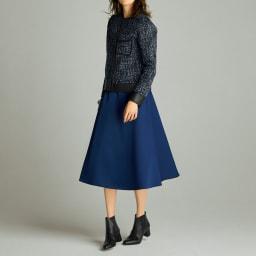 リバーシブルボンディング フレアスカート (イ)ブラック×ブルー コーディネート例