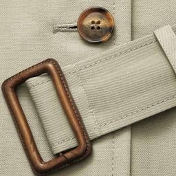 「NIKKE」 マフシルクリネン トレンチコート(サイズ2) ボタンとベルトのバックル部分