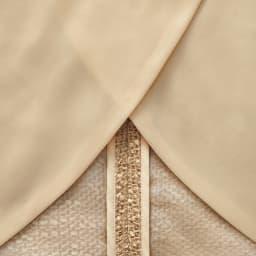 Faliero Sarti/ファリエロ サルティ スラブヤーン からみ織り ジャケット 軽やかさを活かしつつ構築的なシルエットを出すために全面に薄地を裏打ち。背抜き仕様のパイピング始末にして、涼やかな着用感と動きやすさにも配慮。