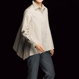 (股下丈65cm)チェルッティ社 裾フレアシルエット パンツ グレー コーディネート例