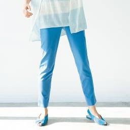 (股下丈68cm)コットン混 ストレッチ スリット入り 九分丈パンツ (ア)ブルー着用例