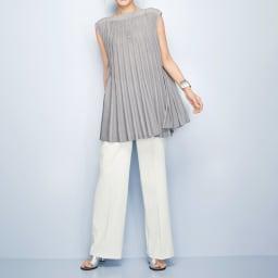 ラメ入り 求心編み チュニック コーディネート例 /流麗ニットと美脚パンツで「お洒落上手!」な印象に。