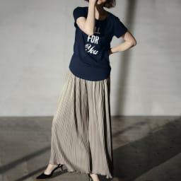 スパンコールロゴTシャツ (イ)ネイビー コーディネート例