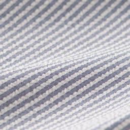 シアサッカーイージーパンツ やや薄手のシアサッカー素材の凹凸で、清涼感のある肌ざわりに。