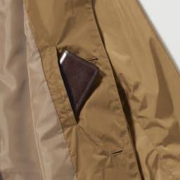 「LIMONTA」 ステンカラーコート 深さのある内ポケットがあり、長財布や5mlサイズのペットボトルなどもすっぽり。