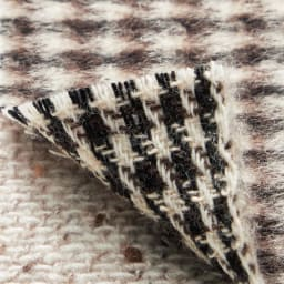 「NIKKE」 カシミヤ ネップツイード リバーシブル コート 見返し布を使わず、二重織りを開いてから内側に折り込み接ぎ合わせた、一重仕立てのリバーシブル。
