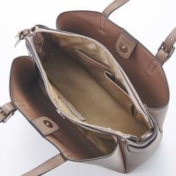 BARCOS/バルコス レザーバッグ&長財布セット [バッグ] 両あおりファスナー式開閉で、仕分けて収納できます。