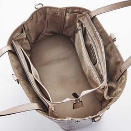 BARCOS/バルコス クロコ型押し レザーバッグ (ア)ベージュ 内部はポケット豊富で、収納力も◎
