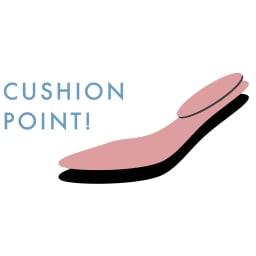 ドライビングシューズ 【ピンクの部分がクッションポイント】足裏全体を支える薄めのクッションを敷いて、踵の上に長めのクッションをもう一枚重ねました。ラバー突起も弾むような足の運びをサポート。