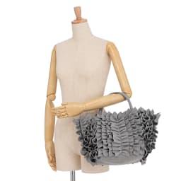 DRES/ドレス たっぷりフリルの2WAY フェルト トートバッグ