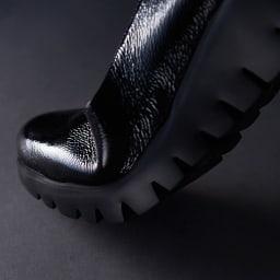 wonders/ワンダース 厚底 スリッポン(スペイン製) カッティングされたアウトソールで屈曲性をアップ