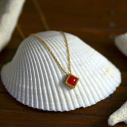 YUKIKO OKURA/ユキコ・オオクラ K18 血赤珊瑚 ペンダントヘッド コーディネート例 ※チェーンは含まれません。