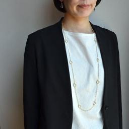 YUKIKO OKURA/ユキコ・オオクラ SV 天然石 ロングネックレス(1点もの) (ア)水晶・淡水パール コーディネート例