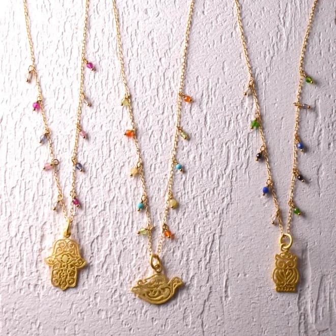 YUKIKO OKURA/ユキコ・オオクラ フリンジ ネックレス 左から (ア)ピンク系・ハムサ (イ)オレンジ系・ハト (ウ)ブルー系・フクロウ