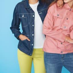 柔らかな肌触りのテンセルコットン クルーネックTシャツ (左)柔らかな肌触りのテンセルコットン クルーネックTシャツ コーディネート例