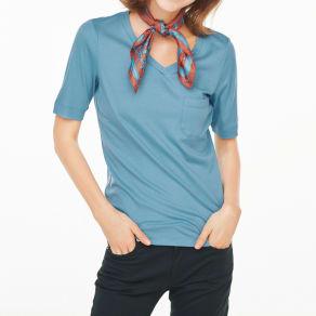 柔らかな肌触りのテンセルコットン VネックTシャツ 写真
