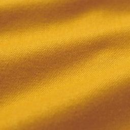 裾スリット入り クロップドパンツ 生地は日本国内で染色された、軽やかな風合いのウールストレッチサキソニー。