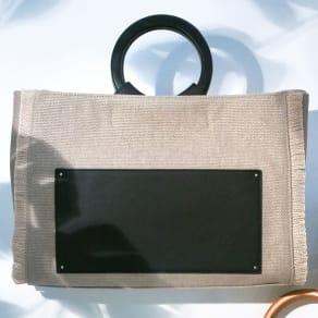 LS Scene/エルエスシーン 外ポケットがアクセントになった ウッドハンドルトートバッグ 写真