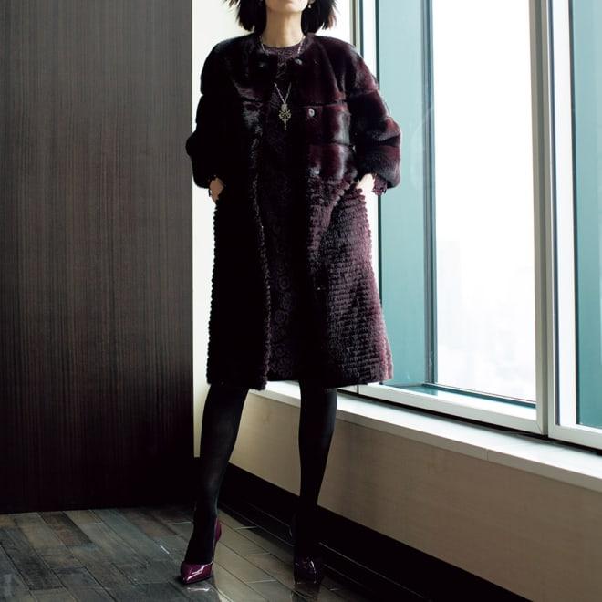 SAGA ホワイトミンクコート(ボルドー) コーディネート例 /ミンクコートと中に着るワンピースを同じ色で揃えれば、レディライクな迫力は息を呑むほど。