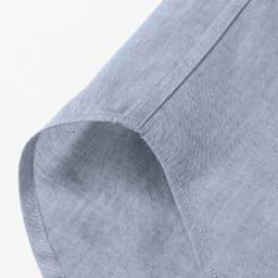 SCENE/シーン ツイルシャンブレー シャツ(日本製) サイドは耐久性を上げる折り伏せ縫いという始末、肌に縫い目があたらないという利点も。 ※画像は同シリーズの別商品(PC67-01)です。
