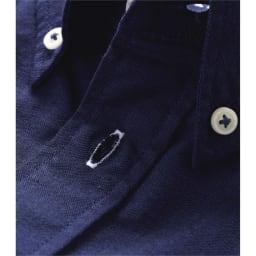 (3L・5L)オックスフォード ボタンダウンシャツ (長袖) (ウ)ネイビー系 定番デザインにアクセントをもたせているのが第二ボタンホールの色合いです。またクロスステッチでボタンを留めてさらに遊び心を。