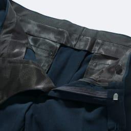 洗える軽量 セットアップシリーズ パンツ ポケットを含め、腰裏・袋地などは超軽量で、通気性のよいメッシュ素材仕様にしています。