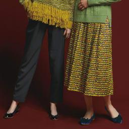 イタリア素材 ダックス柄 フレアスカート (右)イタリア素材 ダックス柄 フレアスカート コーディネート例