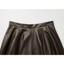 シンセティックレザーフレアースカート Back Style