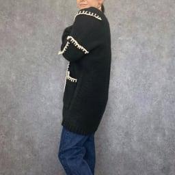 ブランケットステッチ カーディガン ブラック×オフホワイト H156 着用サイズ:S-M