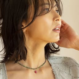 YUKIKO OKURA/ユキコ・オオクラ K10 ルビーヘッド付き ルビーインゾイサイト ネックレス 着用例