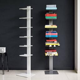 【レンタル商品】DOTTUS/ドッタス ブックシェルフ 左からホワイト、グレー シンプルを極めた佇まいの、イタリア製のブックシェルフ。本を無造作に置くだけでも様になり、お気に入りの小物を並べて見せる収納にも。棚板の位置は固定されています。