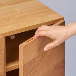【レンタル商品】【完成品】扉が選べるオーク材のモダン本棚 板扉 幅60cm 扉の上には掘り込みがあるので手が掛けやすく開けやすいです。