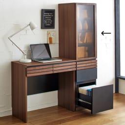 【レンタル商品】AlusStyle/アルススタイル 薄型ホームオフィス ブックシェルフ幅40.5cm 使用イメージ ウォルナットの無垢材と、ブラックレザー調の素材の組み合わせが魅力。
