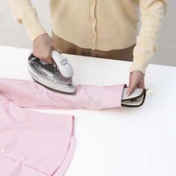 アイロン収納マット ネコ ふた部分は小物をアイロン掛けしたり、丸めてネクタイやワイシャツ等の袖口に差し込んで仕上げ馬として使えます