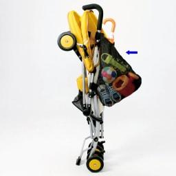ベビーカーサイドポケット(傘ホルダー付) ポケットを付けたままベビーカーを閉じられます。