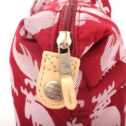 moz(モズ)/エルクプリントトートバッグ Lサイズ|エルク 引手はmozのアイコン「エルク(ヘラジカ)」のマークがデザインされています