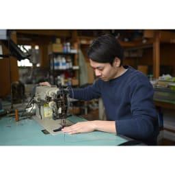 長沢ベルト/ブッテーロレザー立体加工ベルト35mm幅 職人写真