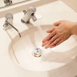 有田焼の排水口カバー アンブレラ 使用例…(ア)キンギョ