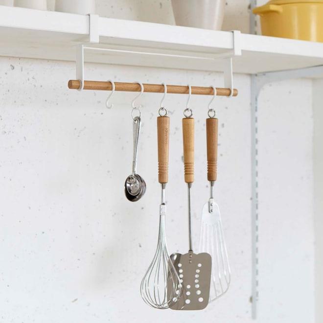 tosca 戸棚下ツールハンガー横型 キッチンツールをまとめて収納出来るナチュラルでおしゃれなキッチンツールハンガー。 ※キッチンツールは付属しません。